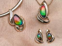 Bijoux en ammolite. Source : http://data.abuledu.org/URI/50293836-ammolite-jewellery-jpg