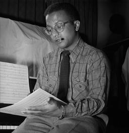 Billy Strayhorn en 1946. Source : http://data.abuledu.org/URI/58a42873-billy-strayhorn-en-1946