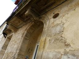 Balcon en pierre à Bordeaux-Belcier. Source : http://data.abuledu.org/URI/5920c602-blacon-en-pierre-a-bordeaux-belcier