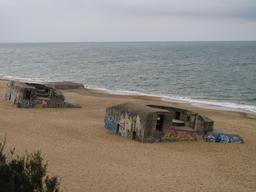 Blockhaus sur la plage de Labenne. Source : http://data.abuledu.org/URI/5453486a-blockhaus-sur-la-plage-de-labenne