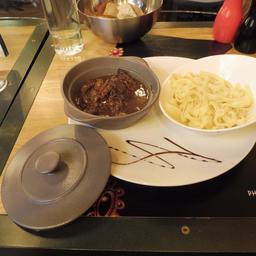 Boeuf bourguignon dans un restaurant dijonnais. Source : http://data.abuledu.org/URI/59d68f0c-boeuf-bourguignon-dans-un-restaurant-dijonnais