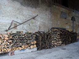 Bois de chauffage à Isle-Saint-Georges. Source : http://data.abuledu.org/URI/5827eb2c-bois-de-chauffage-a-isle-saint-georges