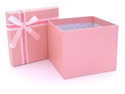 Boite à cadeau rose ouverte. Source : http://data.abuledu.org/URI/531c2a90-boite-a-cadeau-rose-ouverte