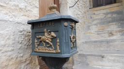 Boite aux lettres à Montignac-24. Source : http://data.abuledu.org/URI/5994ea80-boite-aux-lettres-a-montignac-24