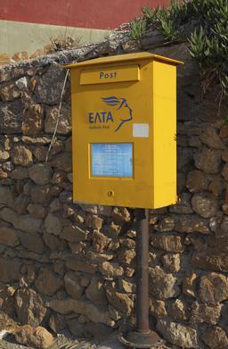 Boîte aux lettres en Grèce. Source : http://data.abuledu.org/URI/541607da-boite-aux-lettres-en-grece