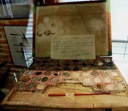 Boite d'aquarelliste de La Pérouse. Source : http://data.abuledu.org/URI/596e4b51-boite-d-aquarelliste-de-la-perouse