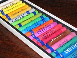 Boite de bâtonnets de pastel. Source : http://data.abuledu.org/URI/5469aff1-boite-de-batonnets-de-pastel