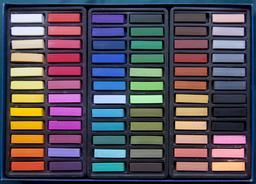 Boîte de pastels. Source : http://data.abuledu.org/URI/5383ae70-boite-de-pastels