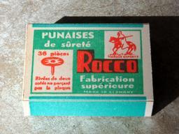 Boîte de punaises. Source : http://data.abuledu.org/URI/53ab6549-boite-de-punaises