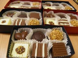 Boites de chocolats. Source : http://data.abuledu.org/URI/531c1fba-boites-de-chocolats