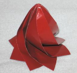 Bombe à eau en origami. Source : http://data.abuledu.org/URI/52f25994-bombe-a-eau-en-origami