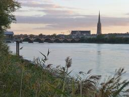 Bordeaux, rive droite et rive gauche. Source : http://data.abuledu.org/URI/580aaa1a-bordeaux-rive-droite-et-rive-gauche