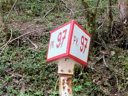 Borne kilométrique SNCF. Source : http://data.abuledu.org/URI/56c9756c-borne-kilometrique-sncf