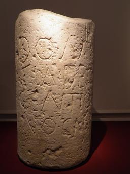 Borne milliaire de la voie romaine de Toulouse à Narbonne. Source : http://data.abuledu.org/URI/54e32c21-borne-milliaire-de-la-voie-romaine-de-toulouse-a-narbonne