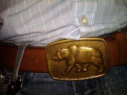 Boucle de ceinture avec ours. Source : http://data.abuledu.org/URI/50fb3a1a-boucle-de-ceinture-avec-ours