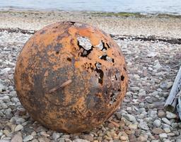 Bouée rouillée sur une plage écossaise. Source : http://data.abuledu.org/URI/58750b10-bouee-rouillee-sur-une-plage-ecossaise