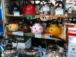 Bouilloires fantaisie au Japon. Source : http://data.abuledu.org/URI/593659a4-bouilloires-fantaisie-au-japon