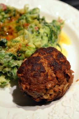 Boule de viande avec chicorée. Source : http://data.abuledu.org/URI/54621b89-boule-de-viande-avec-chicoree