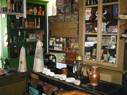 Boutique d'épicier. Source : http://data.abuledu.org/URI/54a5015d-boutique-d-epicier