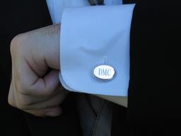 Poignet de chemise à revers. Source : http://data.abuledu.org/URI/532eb9f5-bouton-de-manchette