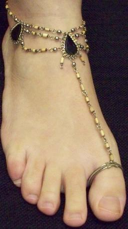 Bracelet de cheville. Source : http://data.abuledu.org/URI/5385b446-bracelet-de-cheville
