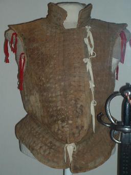 Brigandine en feutre du XVIème siècle. Source : http://data.abuledu.org/URI/52951a5c-brigandine-en-feutre-du-xvieme-siecle