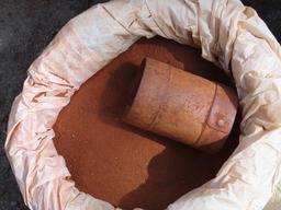 Brique en poudre pour Kolams en Inde. Source : http://data.abuledu.org/URI/529fa020-brique-en-poudre-pour-kolams-en-inde