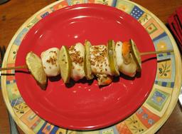 Brochette de coquilles Saint-Jacques. Source : http://data.abuledu.org/URI/54611012-brochette-de-coquilles-saint-jacques