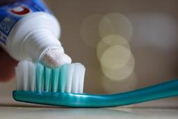 Brosse à dents et dentifrice. Source : http://data.abuledu.org/URI/5100dc98-brosse-a-dents-et-dentifrice