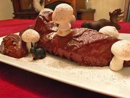 Bûche de Noël, avec renne et lapin en chocolat. Source : http://data.abuledu.org/URI/530533bc-buche-de-noel-avec-renne-et-lapin-en-chocolat