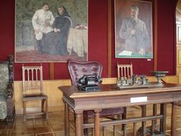 Bureau de Staline. Source : http://data.abuledu.org/URI/5319e00e-bureau-de-staline