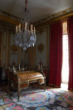 Bureau de style Louis XV. Source : http://data.abuledu.org/URI/5319c3c2-bureau-de-style-louis-xv