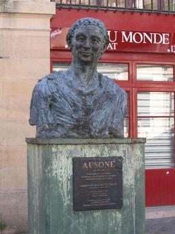 Buste d'Ausone à Bordeaux. Source : http://data.abuledu.org/URI/54e4e9a8-buste-d-ausone-a-bordeaux