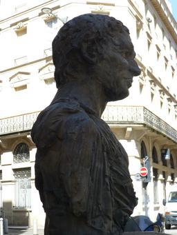 Buste d'Ausone à Bordeaux. Source : http://data.abuledu.org/URI/552c4d52-buste-d-ausone-a-bordeaux