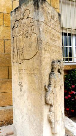 Buste d'Yvon Delbos à l'hôtel de ville à Montignac-24. Source : http://data.abuledu.org/URI/5994e369-buste-d-yvon-delbos-a-l-hotel-de-ville-a-montignac-24