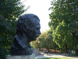 Buste de Brassens à Paris. Source : http://data.abuledu.org/URI/53b5b466-buste-de-brassens-a-paris