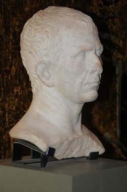 Buste de César. Source : http://data.abuledu.org/URI/59097fd0-buste-de-cesar