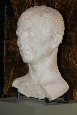Buste de César. Source : http://data.abuledu.org/URI/59097ffb-buste-de-cesar