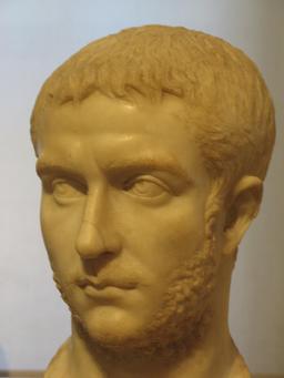Buste de l'empereur Gallien. Source : http://data.abuledu.org/URI/5532e832-buste-de-l-empereur-gallien