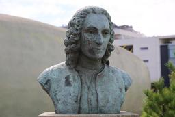Buste de Linné. Source : http://data.abuledu.org/URI/505f79cf-buste-de-linne