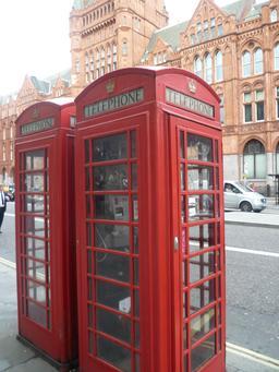 Cabines téléphoniques avec internet à Londres. Source : http://data.abuledu.org/URI/541820a9-cabines-telephoniques-avec-internet-a-londres