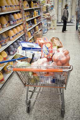 Caddie de supermarché plein. Source : http://data.abuledu.org/URI/5319f8b5-caddie-de-supermarche-plein