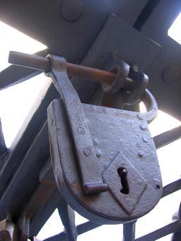 Cadenas médiéval. Source : http://data.abuledu.org/URI/54bfdefc-cadenas-medieval