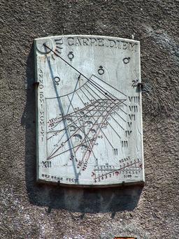 Cadran solaire de Carcassonne. Source : http://data.abuledu.org/URI/524c5676-cadran-solaire-de-carcassonne