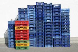 cageots en plastique. Source : http://data.abuledu.org/URI/50297fb5-cageots-en-plastique