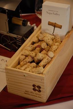 Caissette de bouchons en liège. Source : http://data.abuledu.org/URI/53174d4c-caissette-de-bouchons-en-liege