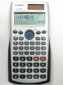 Calculatrice scientifique. Source : http://data.abuledu.org/URI/5043080d-calculatrice-scientifique