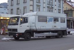 Camion-caravane en Suisse. Source : http://data.abuledu.org/URI/5329d7af-camion-caravane-en-suisse