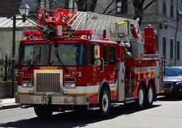 Camion de pompier de la ville de Québec. Source : http://data.abuledu.org/URI/53569d08-camion-de-pompier-de-la-ville-de-quebec