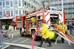 Camion de pompiers avec la grande échelle. Source : http://data.abuledu.org/URI/502bae3a-camion-de-pompiers-avec-la-grande-echelle